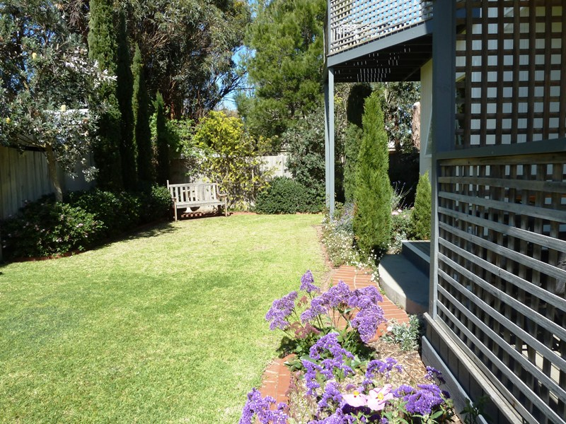 Beach Cottages Torquay, Cottage No.1 garden, private beach house accommodation